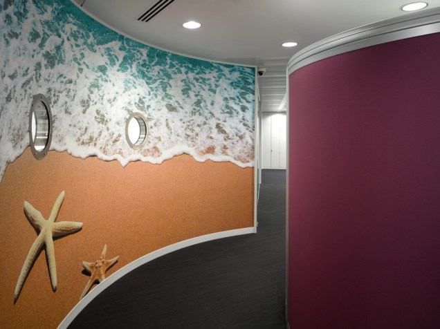 Image of Thomas Cook HQ curved wall office corridor