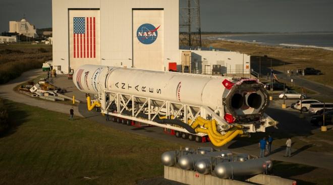オービタルATK社のアンタレスロケットが補給ミッションのため打ち上げ台へ。