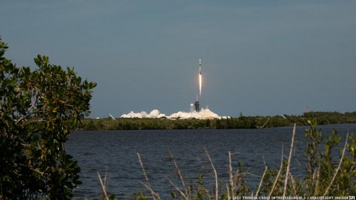 स्पेसएक्स ने अपनी नौवीं उड़ान पर पहले चरण का उपयोग करते हुए, 4 मई 2021 को 60 स्टारलिंक इंटरनेट उपग्रह लॉन्च किए।  क्रेडिट: थेरेसा क्रॉस / स्पेसफ्लाइट इनसाइडर