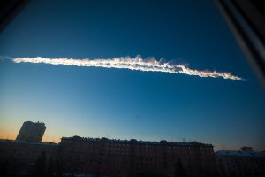 The Russian Meteor trails over Chelyabinsk on February 15 (Credits: Yekaterina Pustynnikova/Chelyabinsk.ru/Associated Press).