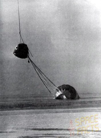 Soyuz 23′s descent module and deflated parachute are hoisted from the icy waters of Lake Tengiz (Credits: Joachim Becker / SpaceFacts.de).