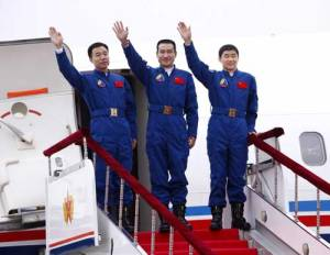 Chinese taikonauts Zhai Zhigang (center), Liu Boming (right) and Jing Haipeng return from their Shenzhou-7 mission in which China's first EVA was conducted (Credits: China.org.cn).