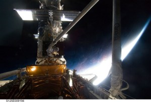 Hubble serviced by the space shuttle Atlantis (STS-125) (Credits: NASA)
