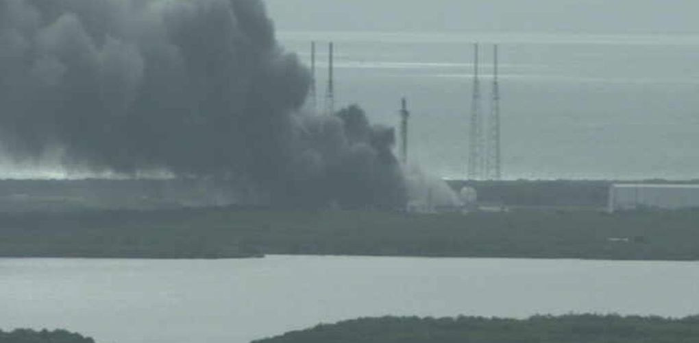 SpaceX's Falcon 9 explodes credits: the verge