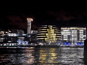 4_night-city-view-of-London,-England.-City-Hall-designed-by-the-architect-Norman-Foster