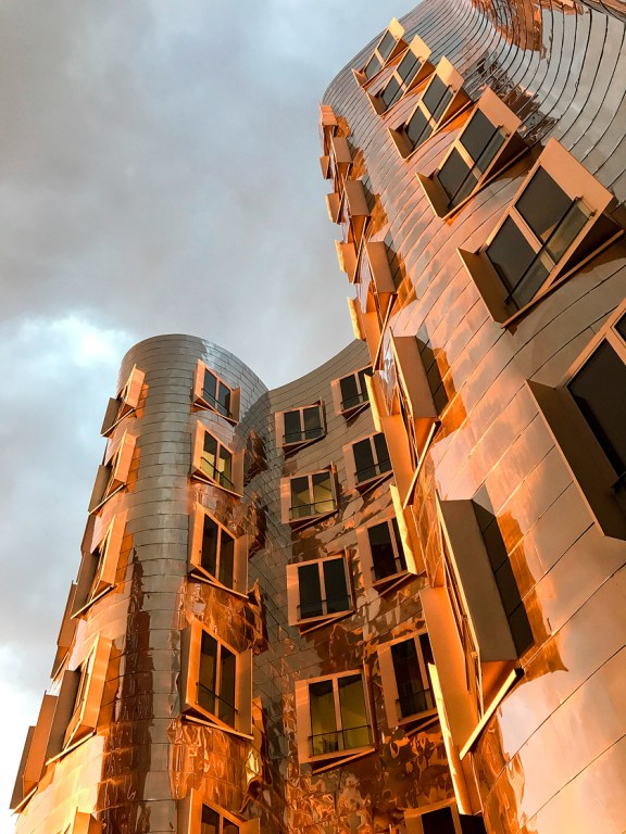 Dusseldorf architecture city guide. best architecture to see in Germany_medienhafen designed by the architect Frank Gehry (16)