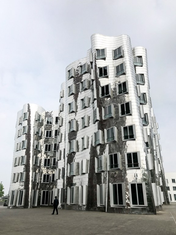 Dusseldorf architecture city guide. best architecture to see in Germany_medienhafen designed by the architect Frank Gehry (5)