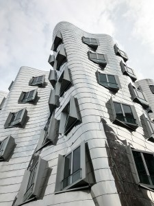 Dusseldorf architecture city guide. best architecture to see in Germany_medienhafen designed by the architect Frank Gehry (9)