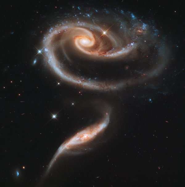 Gorgeous galaxies celebrate Hubble's 21st birthday - Bad ...