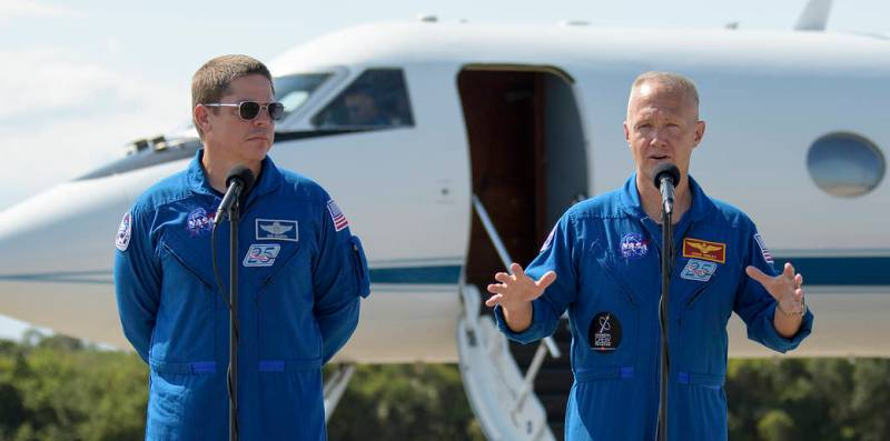 Two Astronauts Arrive at KSC for Historic 1st SpaceX Crew Dragon Mission to ISS