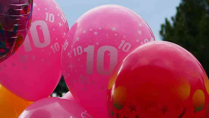 pink ballons with number 10 on. SpaDental welcomes Saltash