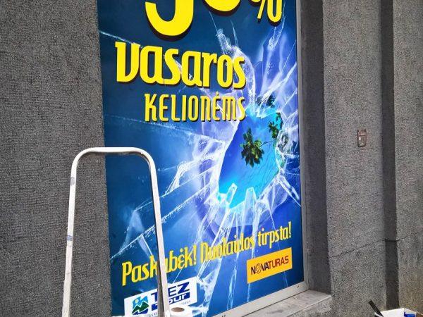 Reklama ant vitrinų - Spalvota Reklama