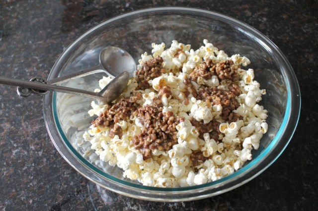 Candied pecans with popcorn 15