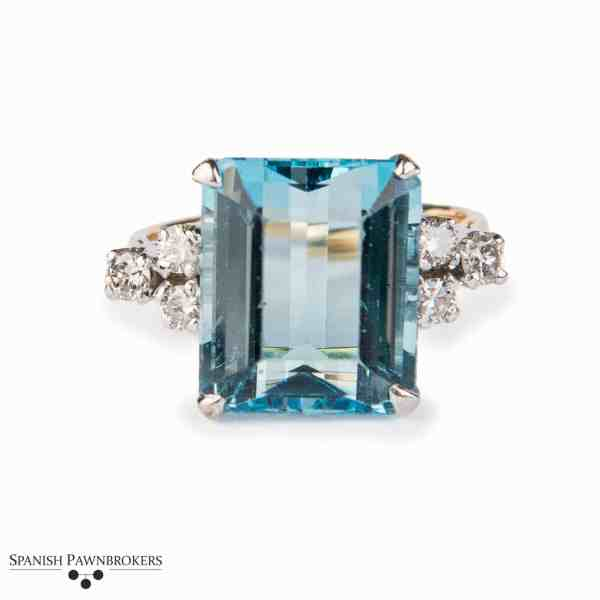 Pre-owned aquamarine and diamond ring made of 18-carat yellow gold