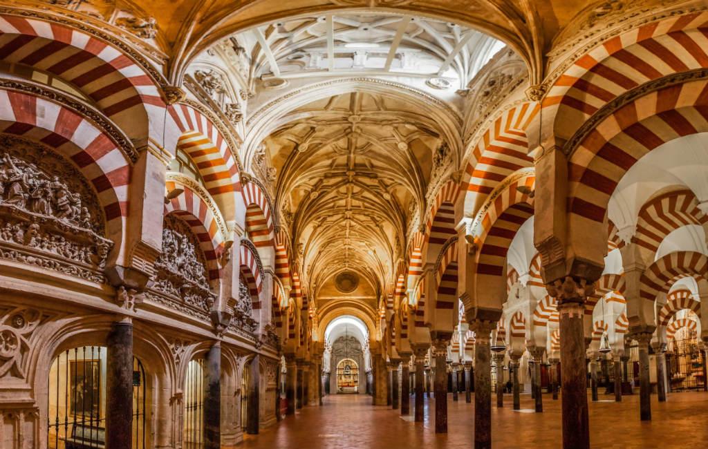 In Welke Spaanse Stad Staat Het Beroemde Alhambra.De 10 Mooiste Islamitische En Moorse Bouwwerken In Spanje