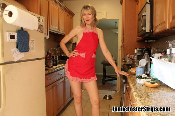 MILF Jamie Foster wearing nothing but an apron in the kitchen