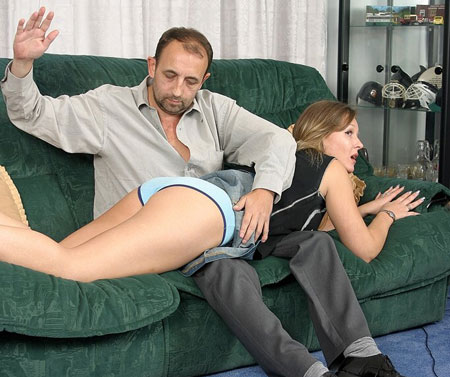 Lazy Babe gets a Good Diaper-position Spanking