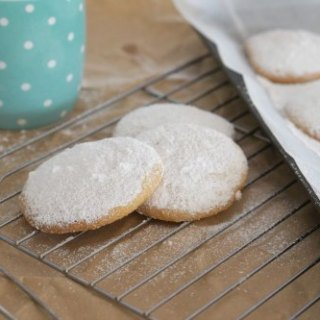 How to make Easy Gluten Free Vanilla and Almond Cookies!