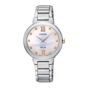 Dames horloge uit de seiko collectie - uitgevoerd met stalen band en kast en een parelmoer wijzerplaat - voorzien van een quartz uurwerk met solar techniek, dus opgeladen door zonne energie - De Seiko collectie is verkrijgbaar bij Sparnaaij Juweliers in Aalsmeer en Hoofddorp