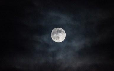 moon-1055395_640