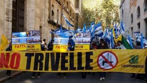 "Manifestazione ""No Trivelle"" (foto ANSA.it)"