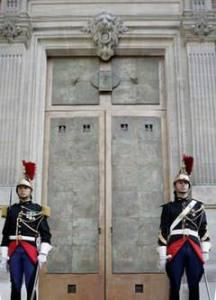 Parigi, Musée du Luxembourg, la porta in bronzo di Cecco Bonanotte (foto leopardi.it)