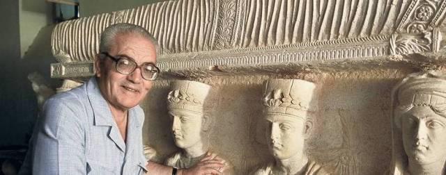 Khaled Asaad, archeologo, scrittore, traduttore siriano, direttore del museo e del sito archeologico di Palmira. E' stato rapito da Isisnel luglio 2015 e torturato. Dopo aver rifiutato di rivelare dove erano stati trasferiti i tesori di Palmira, è stato decapitato e appeso a una colonna il 18 agosto 2015. Khaled Asaad è un eroe e un martire della cultura.