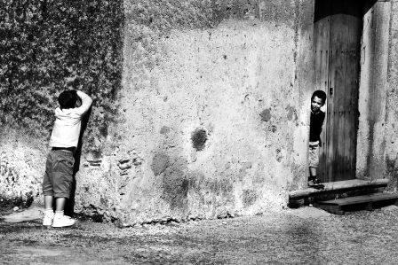 A nascondino (giaggi+á) - foto mdplab.bolgspot.com