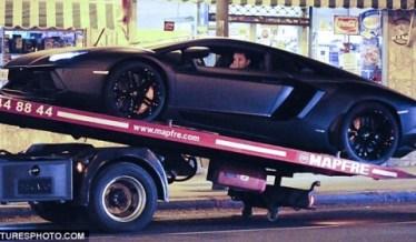 Cristiano Ronaldo en panne avec sa nouvelle Lamborghini Aventador-1