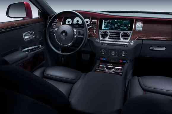 Intérieur de la Rolls Royce Ghost 2 : le luxe est toujours présent (nouveau dessin des sièges, nouveau repose-pied, WiFi)