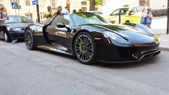 Voici la Porsche 918 Spyder de Zlatan. Le joueur du PSG a déboursé 620 000 euros pour acquérir ce modèle !