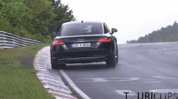 Ça glisse sous la pluie, même pour une Audi TT-S