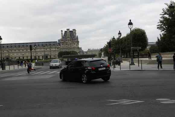 """La Peugeot 308 en plein Paris, dans le nouveau film de Besson """"Lucy"""""""