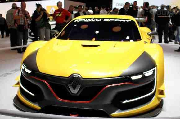 Le stand Renault était marqué par la présence du nouvel Espace 5, de la R.S 01 et du concept Eolab !