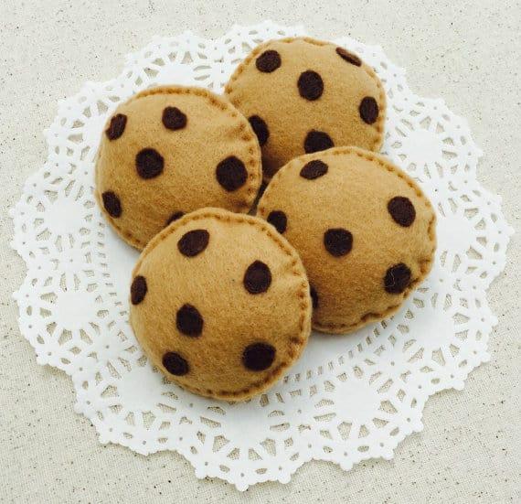 DIY pretend play food : pasta, chocolate chip cookies & sponge cake