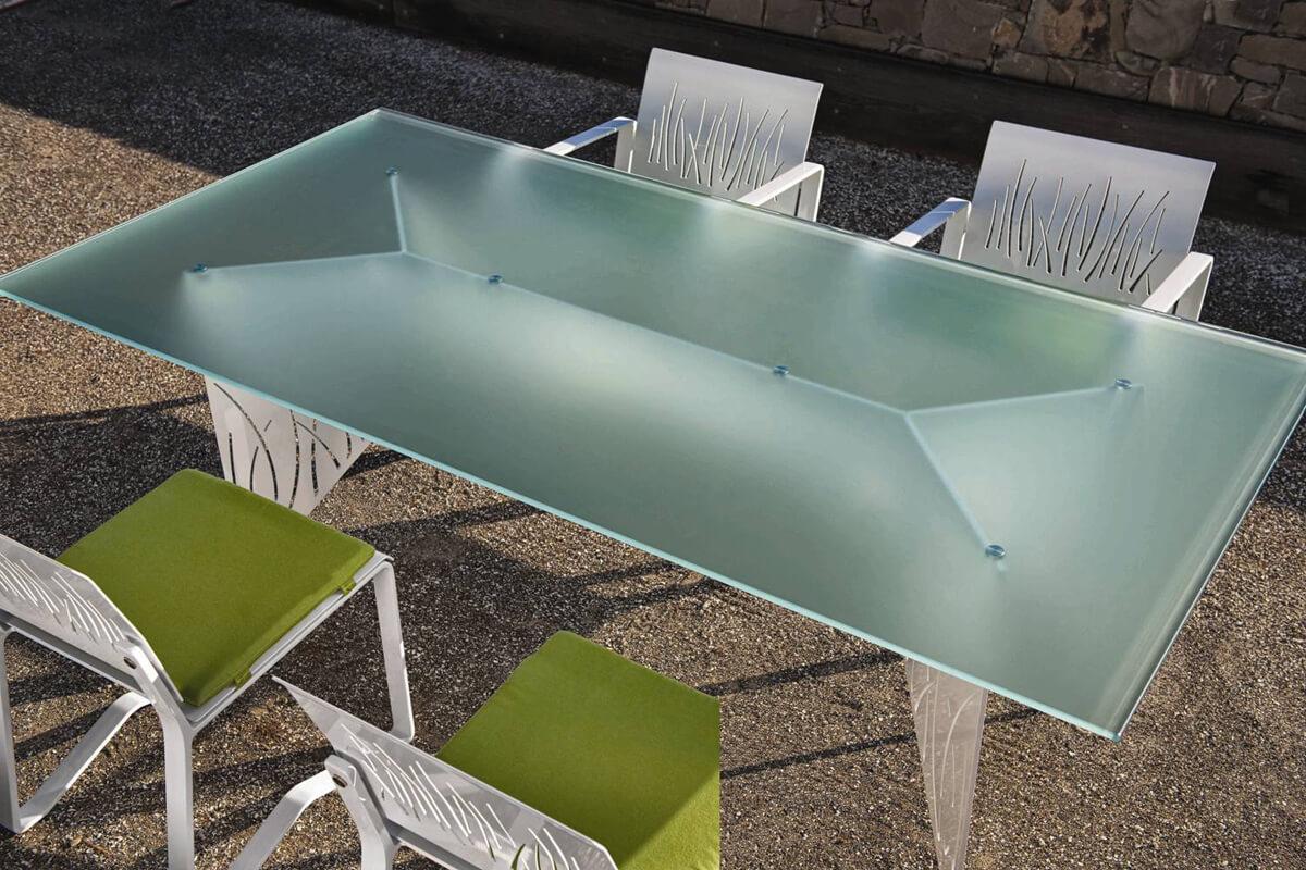 serv-uv_Uv-glue-table-2_1500x1000