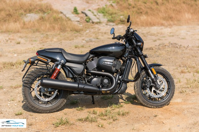 Harley Davidson Street Rod side