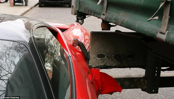 truck-makes-a-mess-of-a-ferrari-458-italia-in-london-medium_5