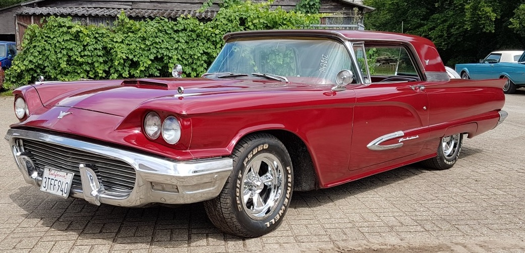 1959 Ford Thunderbird - 400ci V8 slide