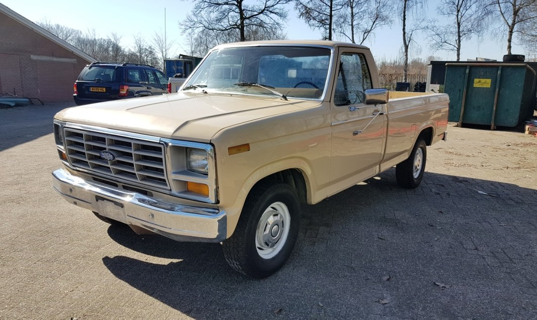 1983 Ford F150 302ci V8 - slide