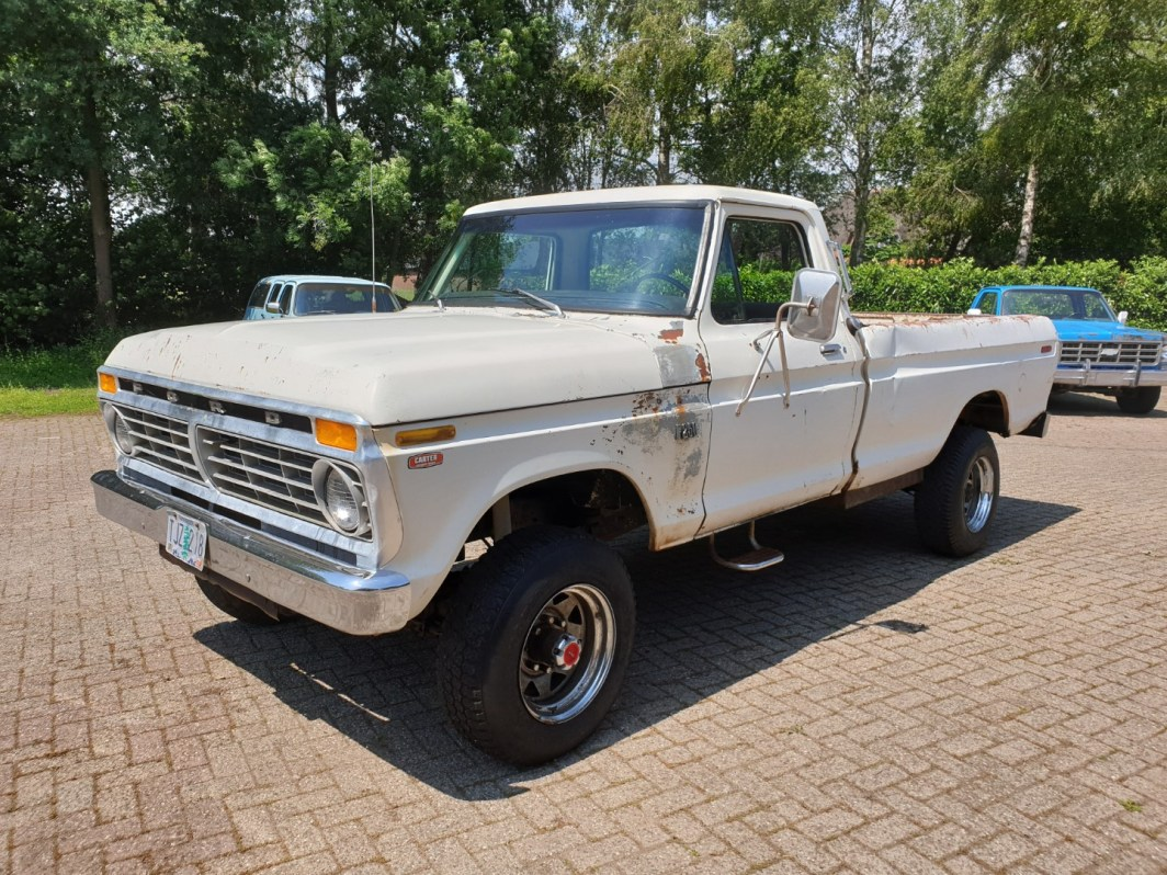 0 HighBoy 4x4 390ci Automatic (1)