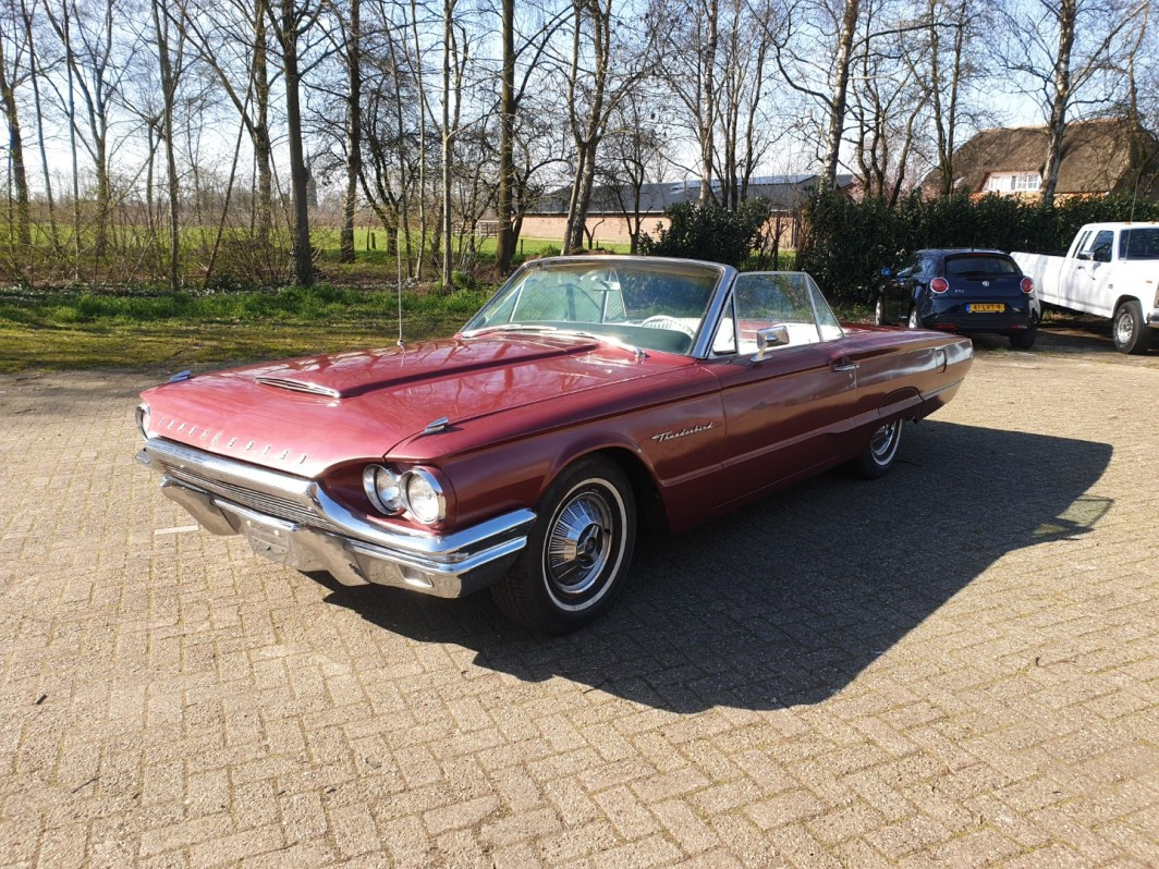1964 Ford Thunderbird Convertible (1)