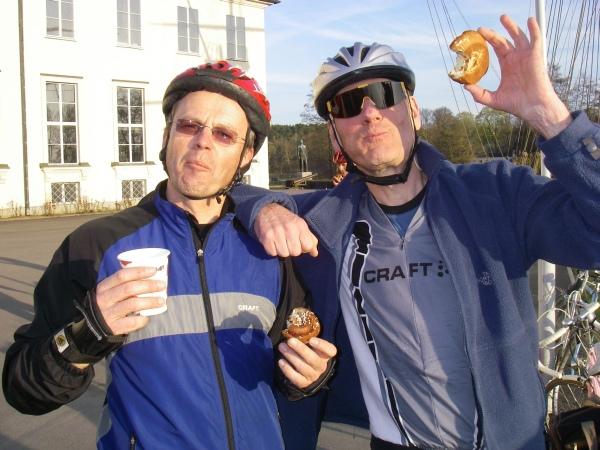 Janne och Christer hade gjort sig förtjänta av en fika.