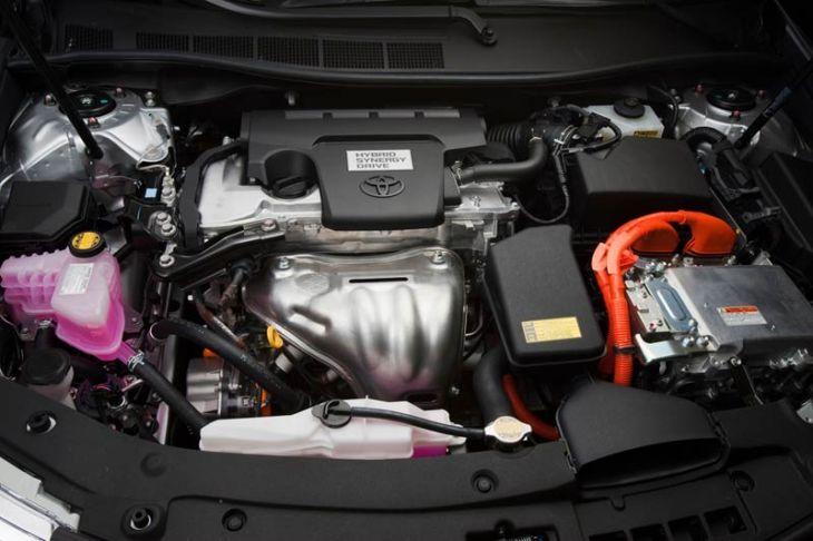 2012_Toyota_Camry_Hybrid_30