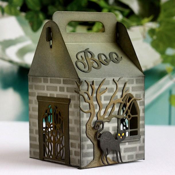Spellbinders Halloween Collection by Becca Feeken – Project Inspiration with Karin Åkesdotter - Halloween Paper Lantern #Spellbinders #NeverStopMaking #AmazingPaperGrace #DieCutting #Halloween