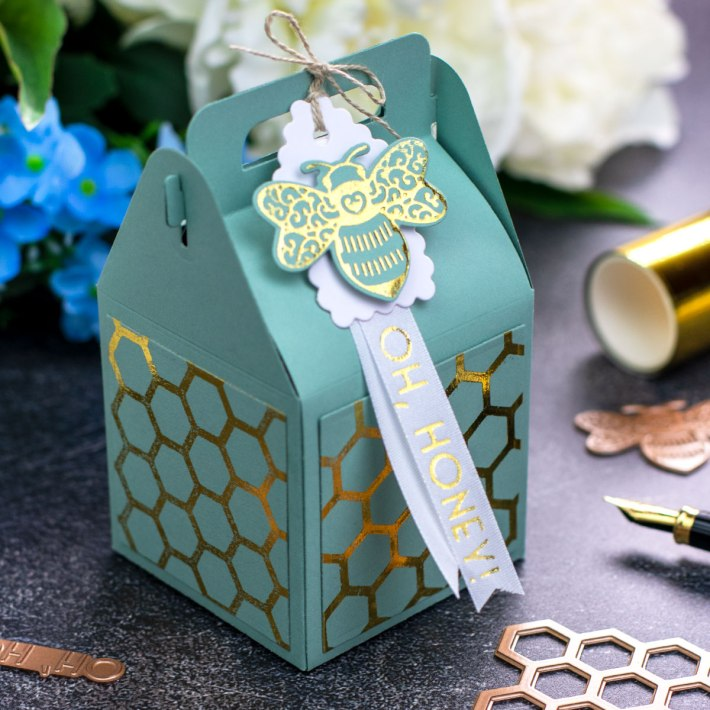 Becca Feeken Sweet Cardlets Glimmer Project Kit | Cardmaking Inspiration with Bibi Cameron | Video Tutorial | Foiled Decorative Panels #NeverStopMaking #DieCutting #Cardmaking #GlimmerHotFoilSystem