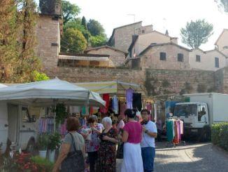 Borgo di Spello il mercato settimanale