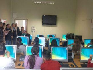 Spello, computer donati all'istituto Ferraris
