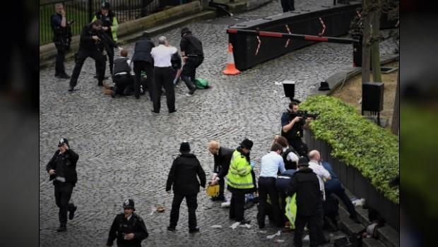 UK PARLIAMENT TERROR ATTACK - Shots Fired, Officer Stabbed, Pedestrians Mowed Down