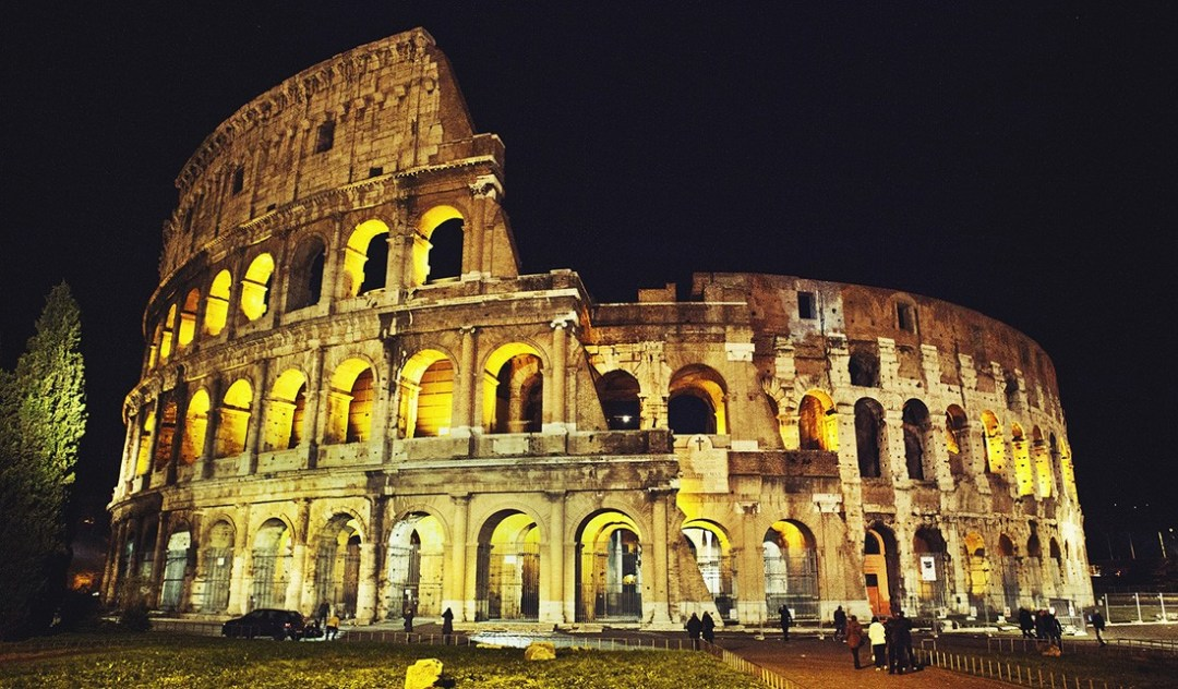 What to see & do in Rome in 24 hours - colosseum in Rome, Italy